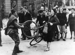 Велосипед и дама...