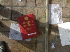 057. У бокового входа в дом правительства.