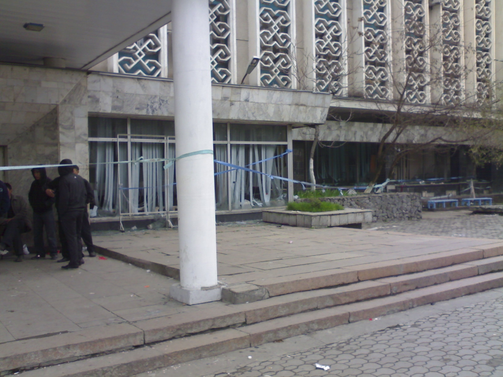 003. Центральный вход КГТРК