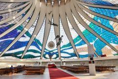 29. Cathedral of Brasilia (главный зал).jpg