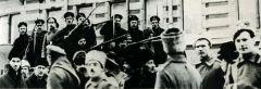 Солдаты и матросы на улицах Петрограда