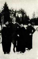 Ф. И. Шаляпин с друзьями на катке. Куоккала