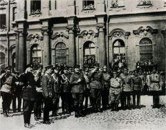 А.Ф.Керенский приветствует войска