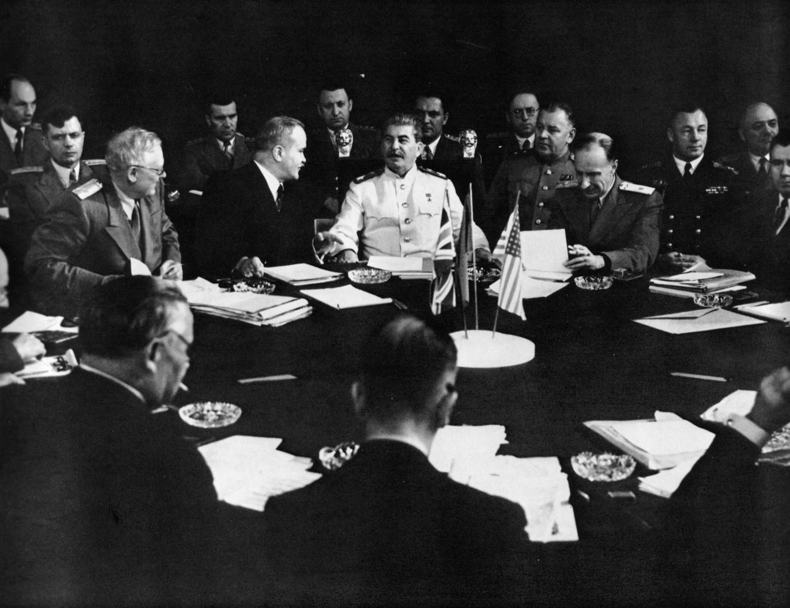 Евгений Халдей: За круглым столом Берлинской конференции