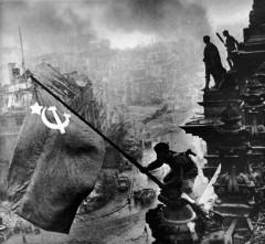 Евгений Халдей: Знамя Победы