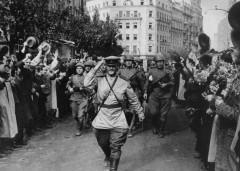 Евгений Халдей: Жители Белграда приветствуют советских воинов освободителей