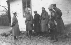 Поймали шпиона. 1915 г. Сергей Корсаков