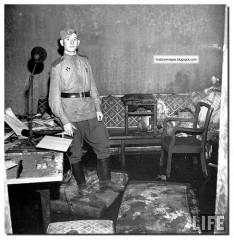 inside hitler bunker fuhrerbunker berlin May 1945 005