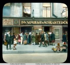 Очередь в булочную на Невском проспекте