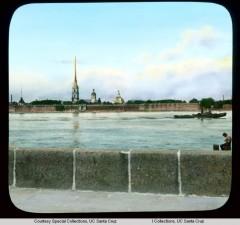 Панорамный вид на Петропавловскую крепость на Неве