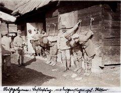 Пленные в австрийском лагере