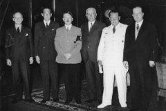 Иоахим фон Риббентроп, Йозеф Бек, Адольф Гитлер, Константин фон Нейрат, Герман Геринг, Йозеф Липски.