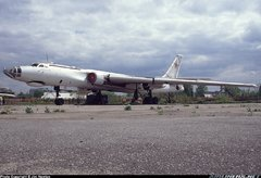 Ту-16 на аэродроме май 1994.jpg