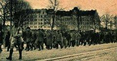Выборг, финны ведут русских на расстрел. 1918 г.