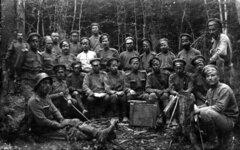 Офицеры и унтер-офицеры канцелярии штаба 50-го стрелкового Сибирского полка. Сентябрь 1916 г.