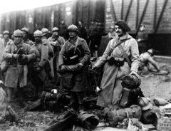 Мурманск, 1918 г., французские советники и инструкторы возвращающиеся  домой с Румынского фронта