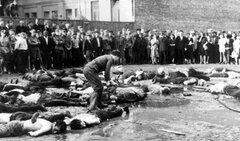 Геноцид в Литве, молодые литовцы убивали евреев ножами и топорами.