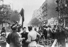 Жители Варшавы и бойцы Красной армии, Войска польского