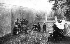Немцы расстреливают поляков в Leszno,  21 октября 1939 г.
