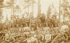 ПМВ. Русский фронт. 1916 год. Офицеры и нижние чины 10-го отдельного тяжелого артиллерийского дивизиона.